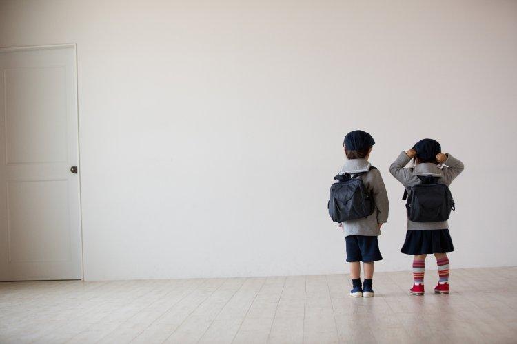 後ろ姿 幼稚園